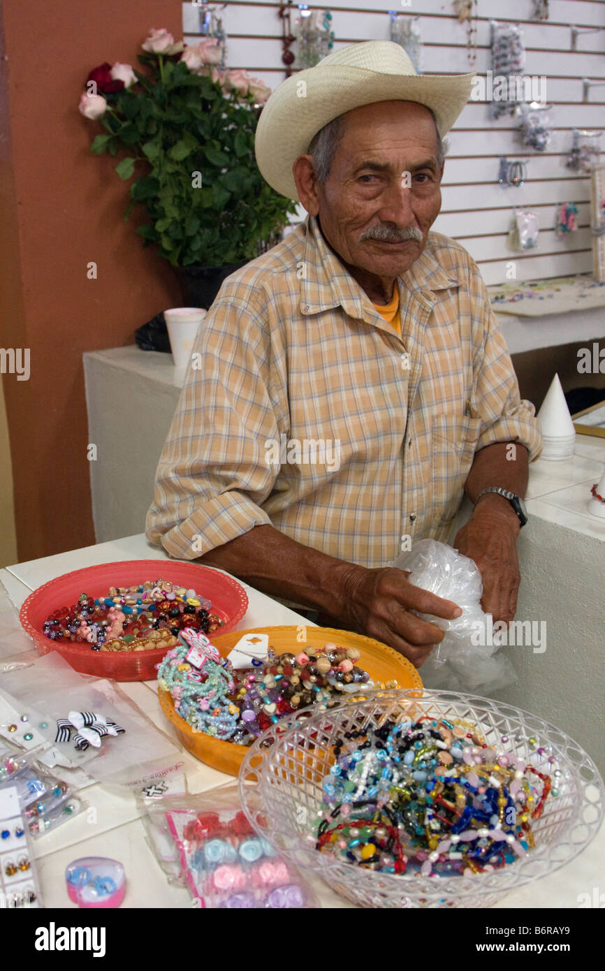 1cd3366ff11b Jewelry Vendor Mexico Imágenes De Stock   Jewelry Vendor Mexico ...
