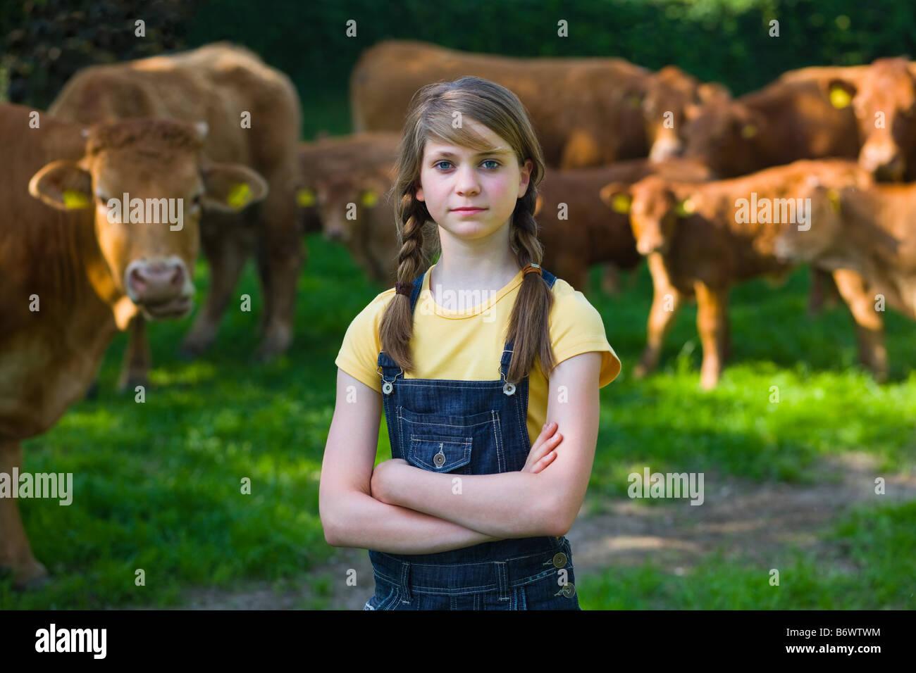 Retrato de una niña en una granja Foto de stock