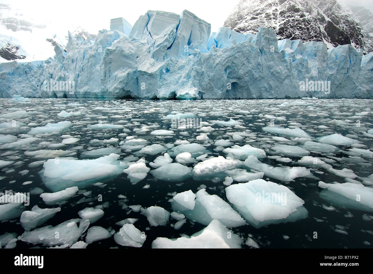El glaciar de la Antártida, lugar remoto lugar salvaje, frío, hielo, nieve, bloques de hielo Imagen De Stock