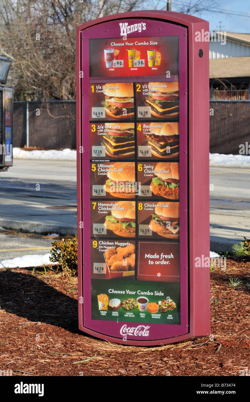 Unidad de comida rápida Wendy's a través de menú firmar EE.UU.. Imagen De Stock