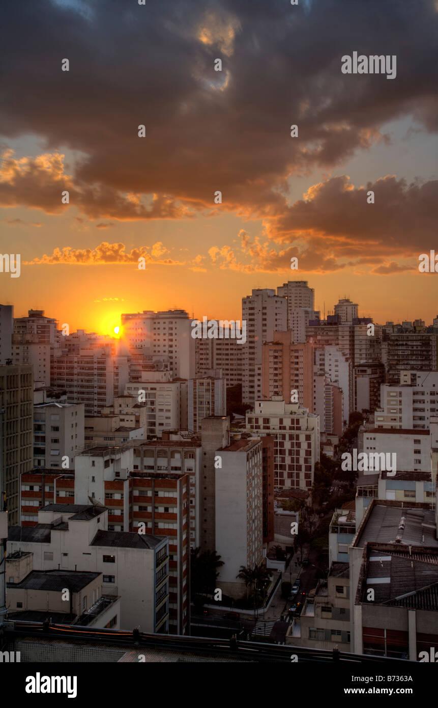 Crepúsculo en la ciudad de Sao Paulo en Brasil Imagen De Stock