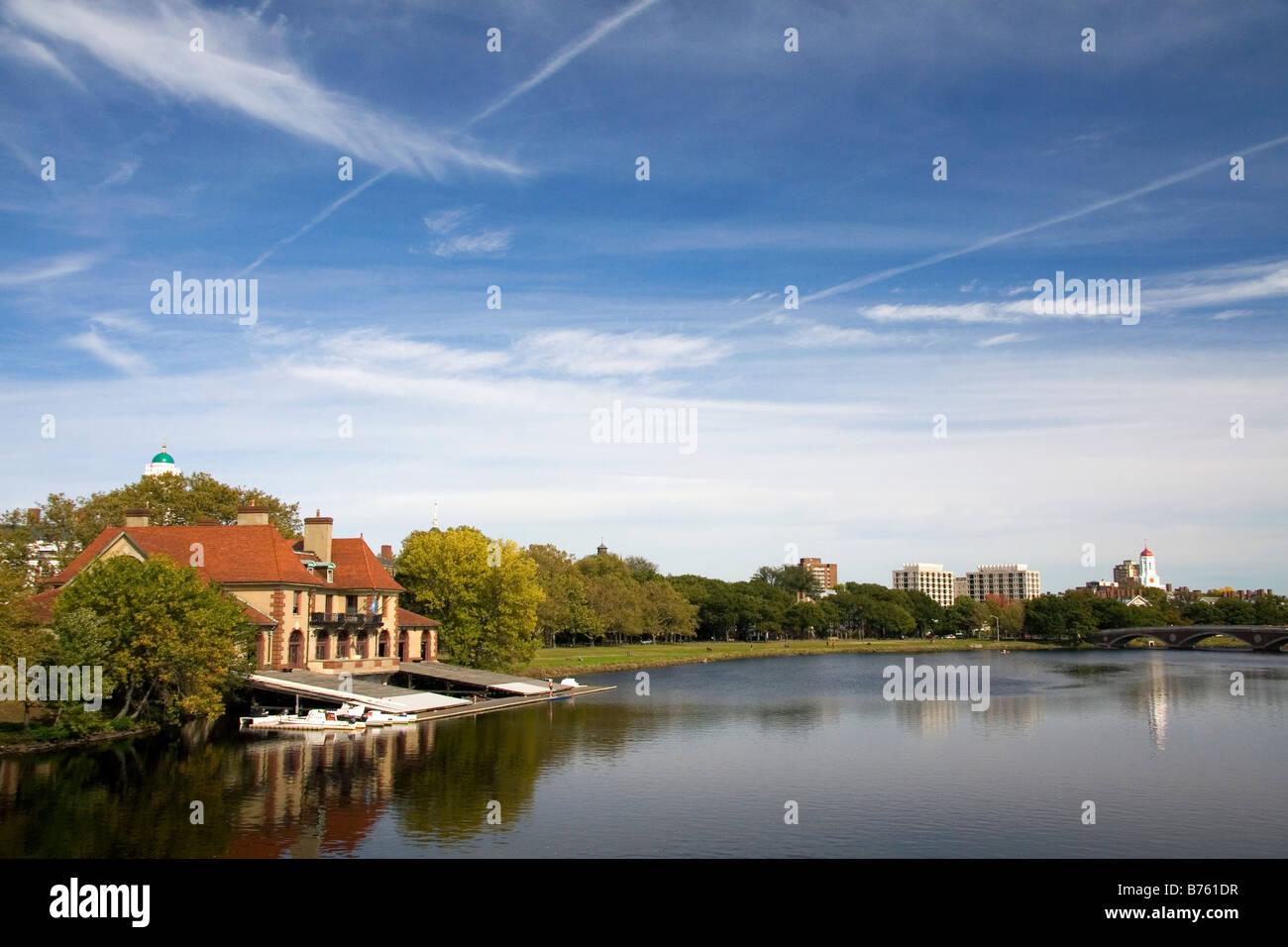 Suelde el Boathouse es un edificio de propiedad de Harvard sobre la orilla del río Charles, en Cambridge Greater Imagen De Stock