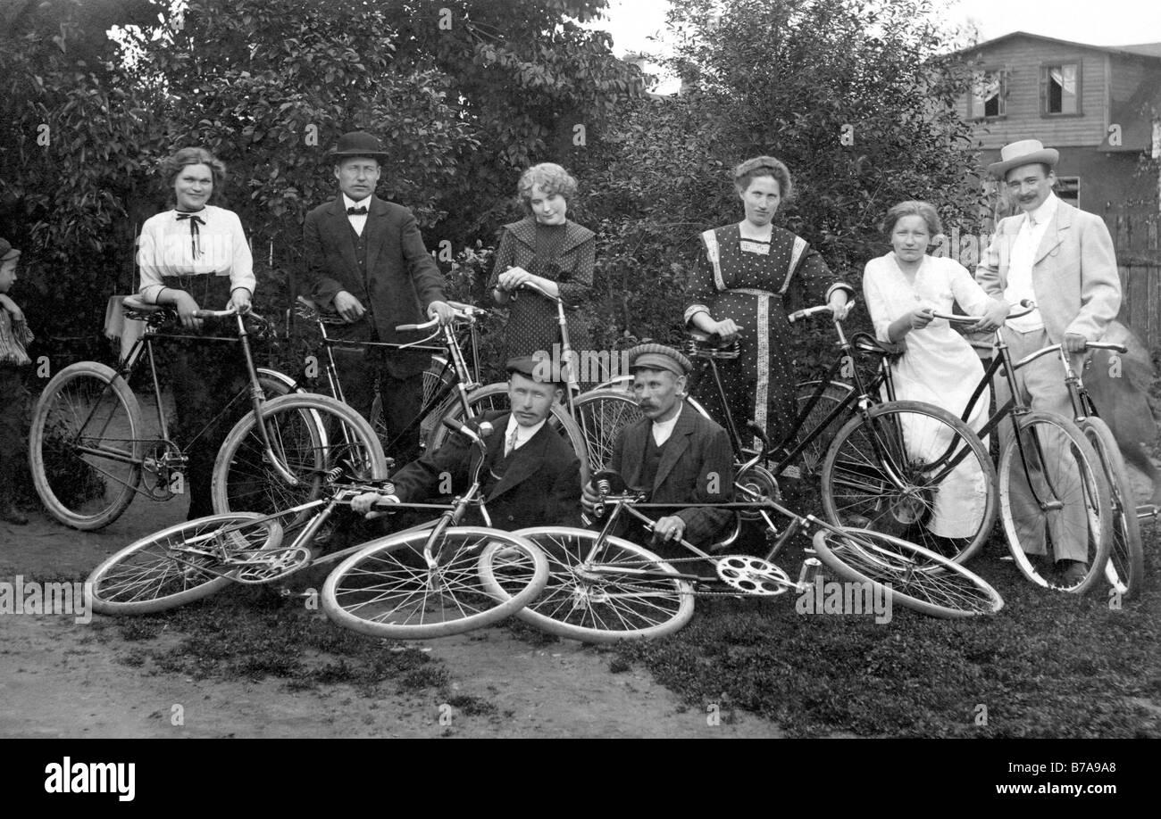 Foto histórica, viaje en bicicleta, ca. 1920 Imagen De Stock