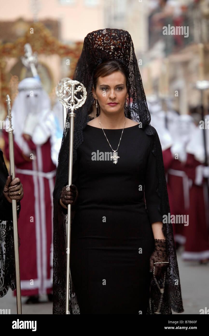 Fotos de mujeres vestidas de mantilla