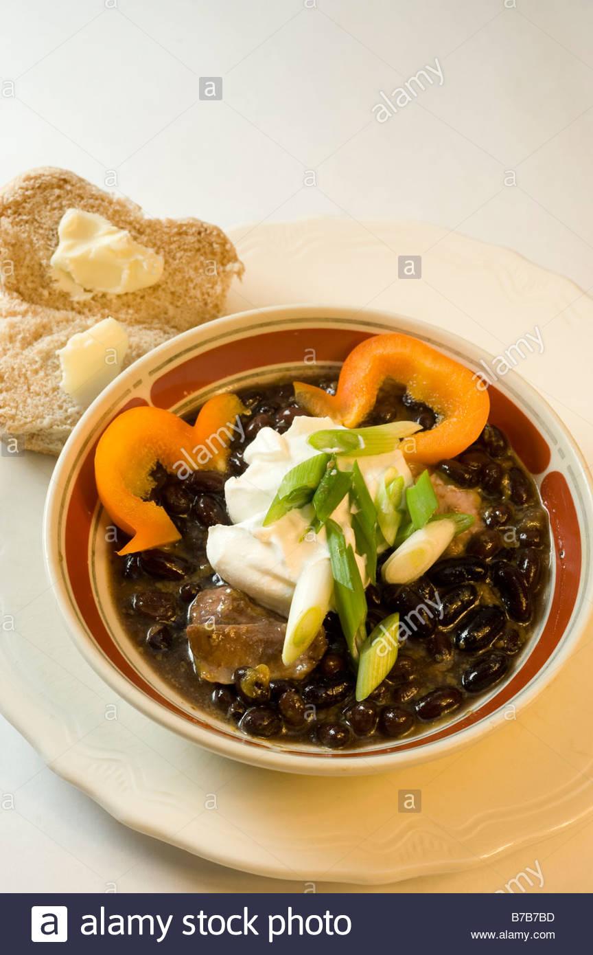 Comida sabrosa sopa de frijoles negros Foto de stock