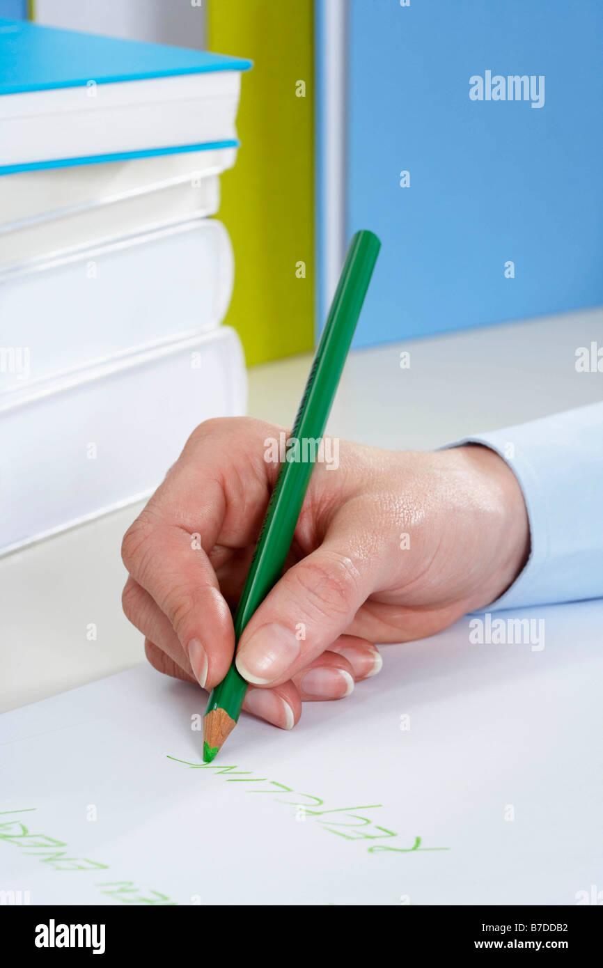 La mano de la empresaria escrito Foto de stock