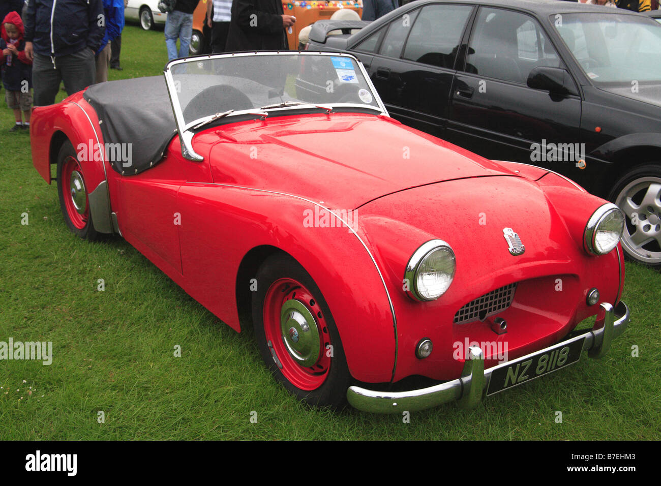 Triumph TR2 rojo coche clásico vehículo motor sport convertable chrome Inglés británico British Imagen De Stock