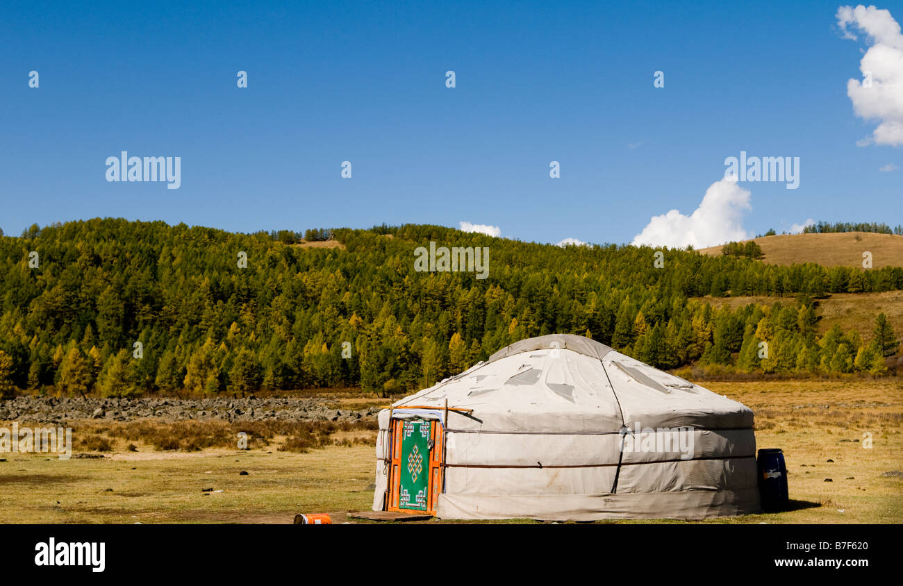 Una yurta tradicional / ger en Mongolia. Imagen De Stock
