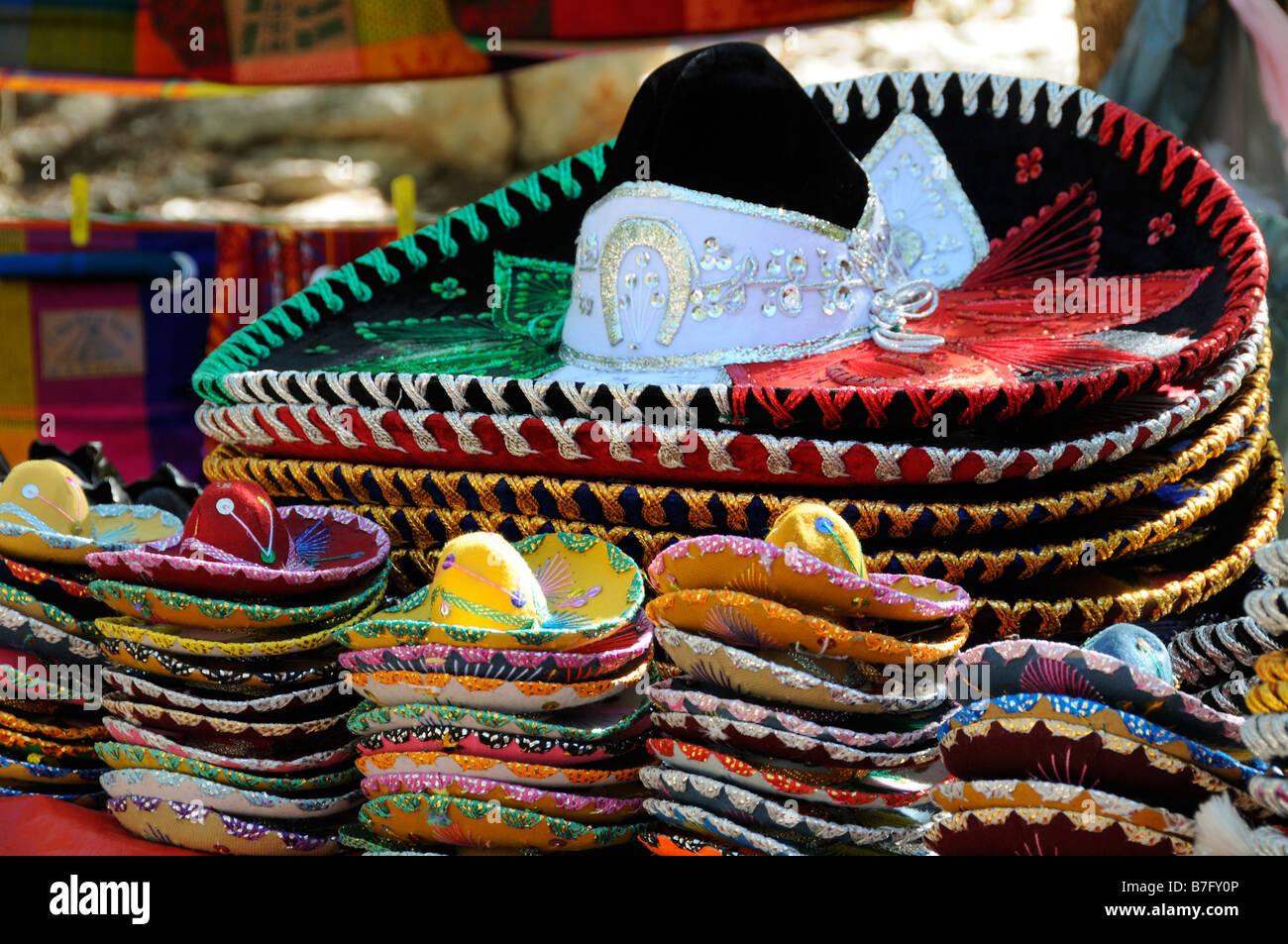 Pilas de sombreros Mexicanos e8f449f96d9