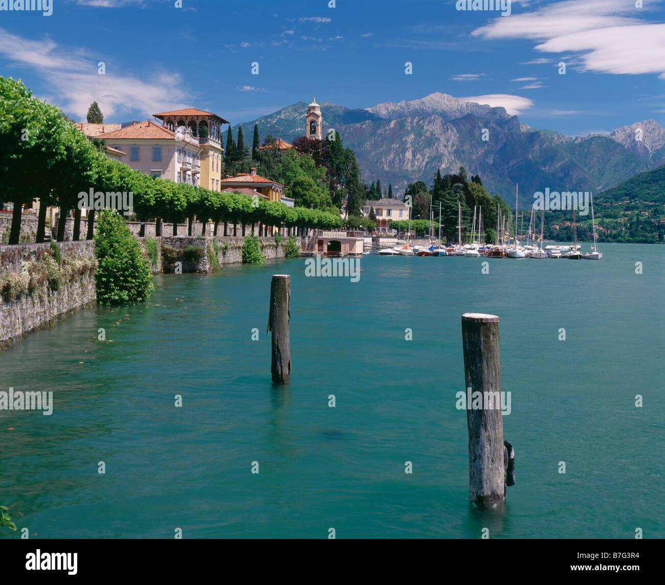 Tremezzo y el Lago de Como, en Lombardía, Italia. Imagen De Stock