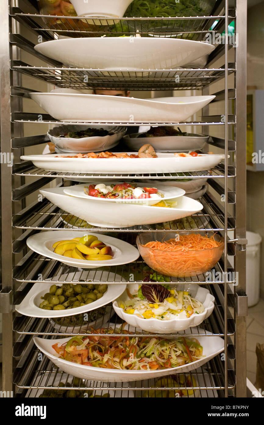 Shelves Plates Dishes Imágenes De Stock   Shelves Plates Dishes ... 11c1f32e1c73