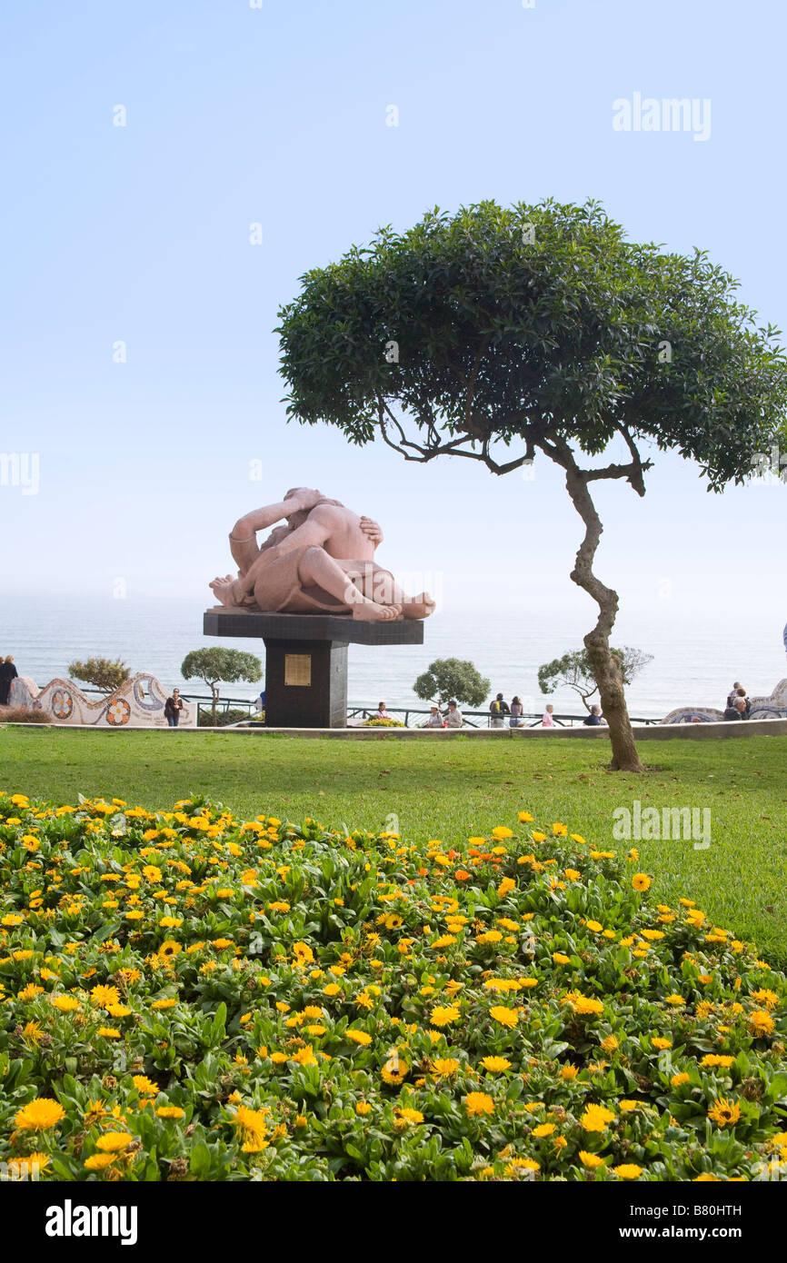 El Parque del Amor y su estatua risque. Lima, Perú Imagen De Stock
