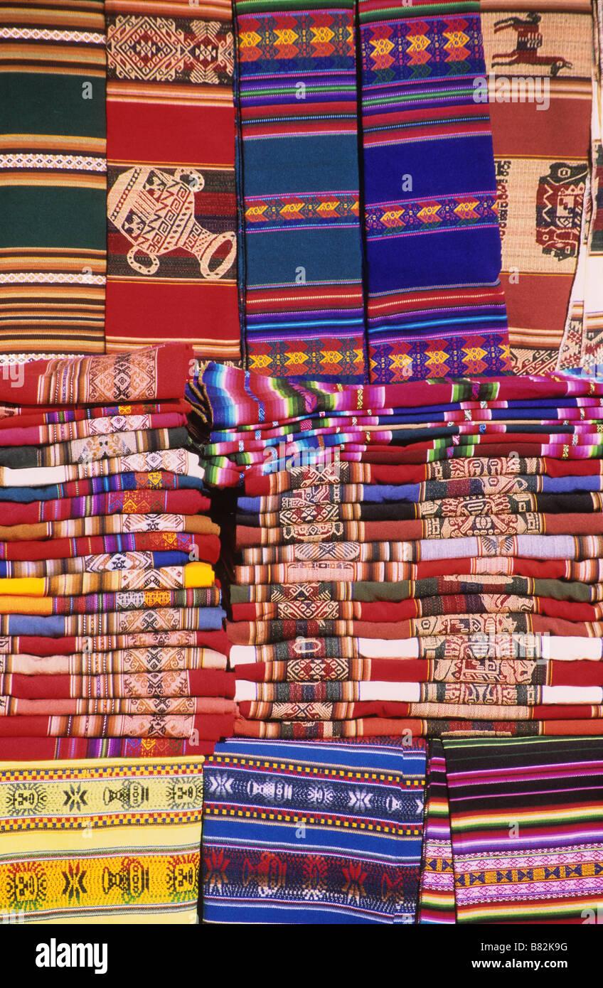 Los Textiles Para La Venta En El Mercado De Artesanías La Paz