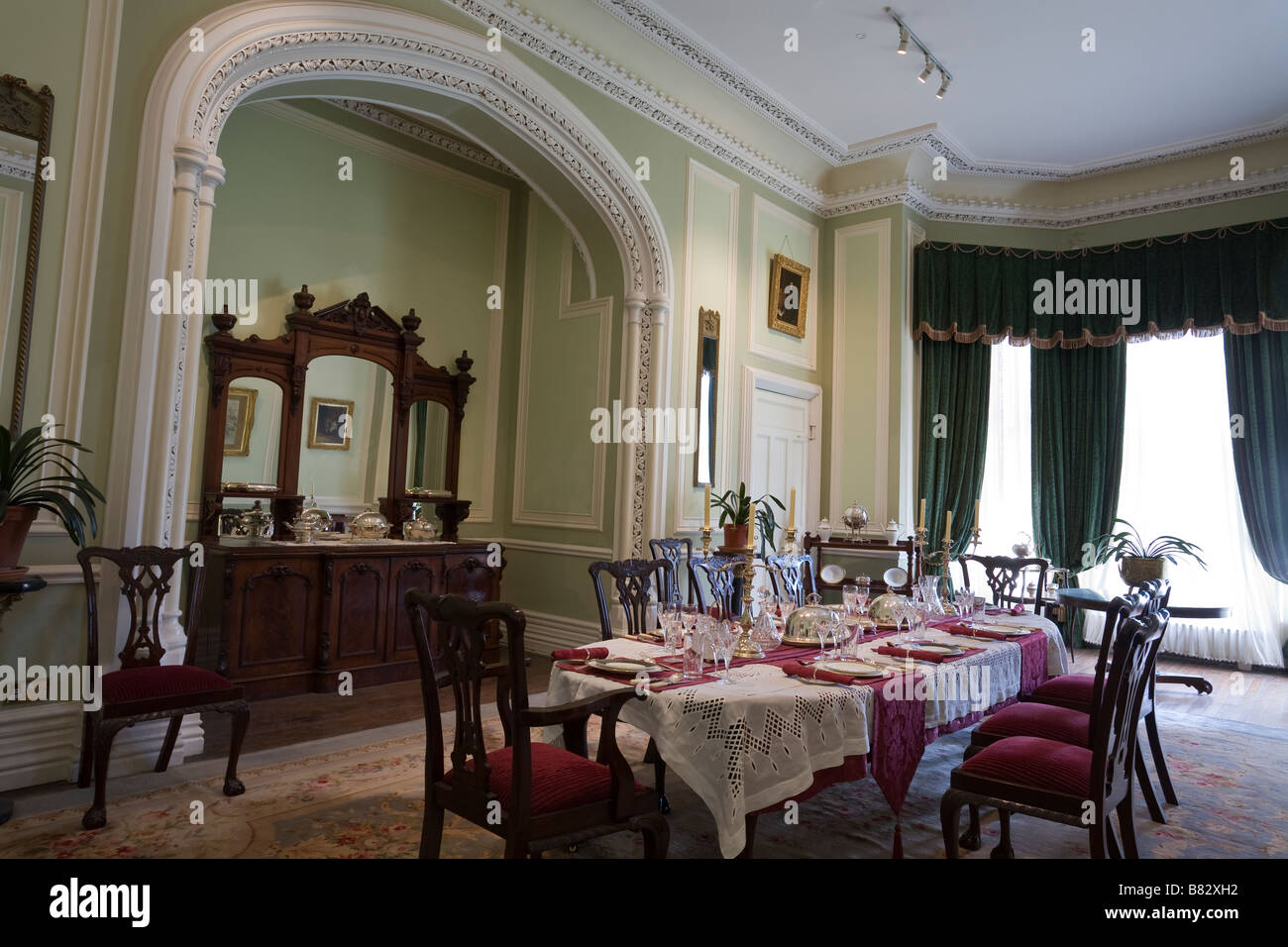 Kylemore Comedor. Un suntuoso comedor de cristal de Waterford y Wedgwood china del antiguo pabellón de caza Foto de stock