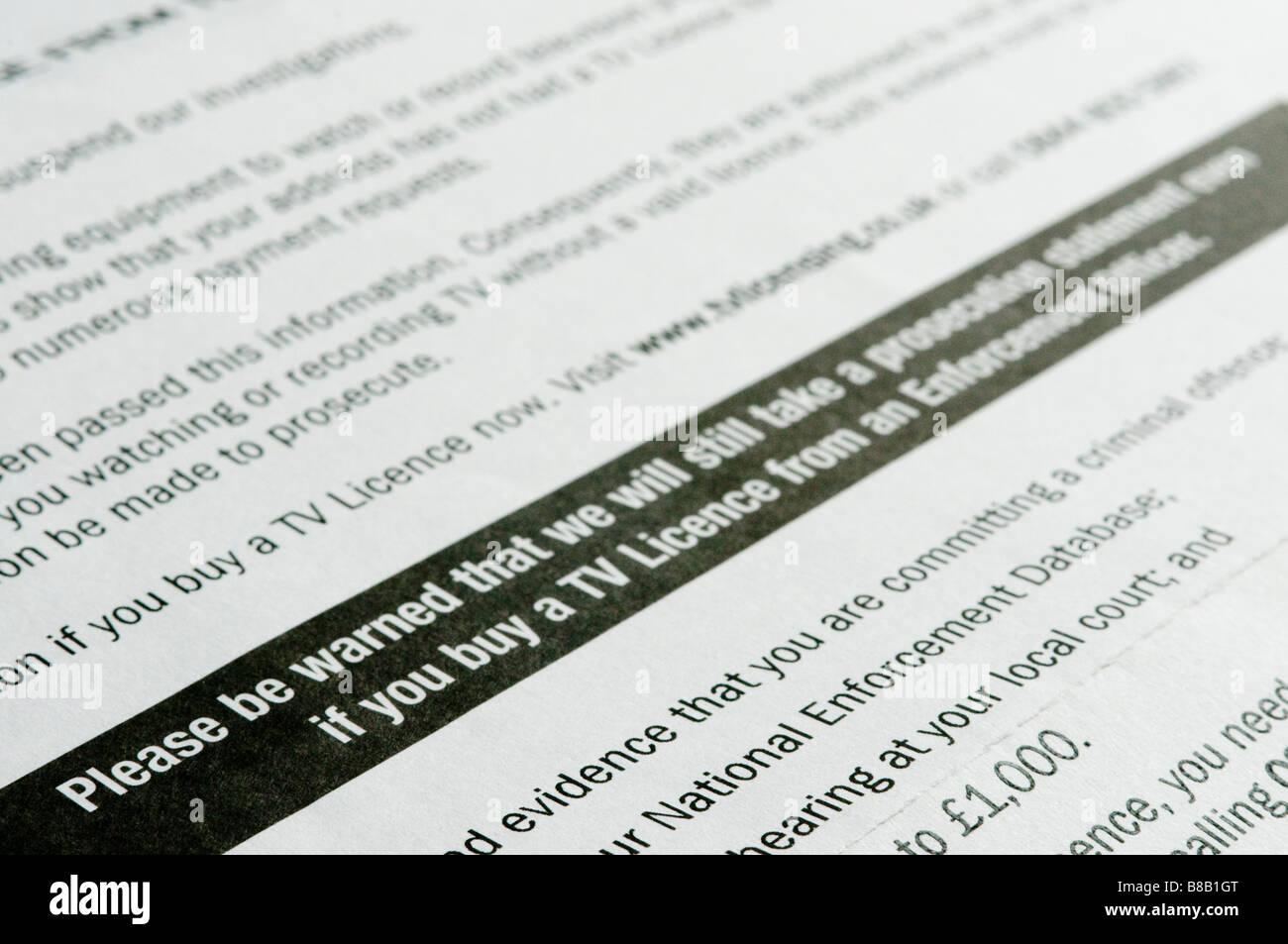 Carta de advertencia sobre licencias de televisión criminal/procedimientos legales si la licencia no se adquirió. Foto de stock
