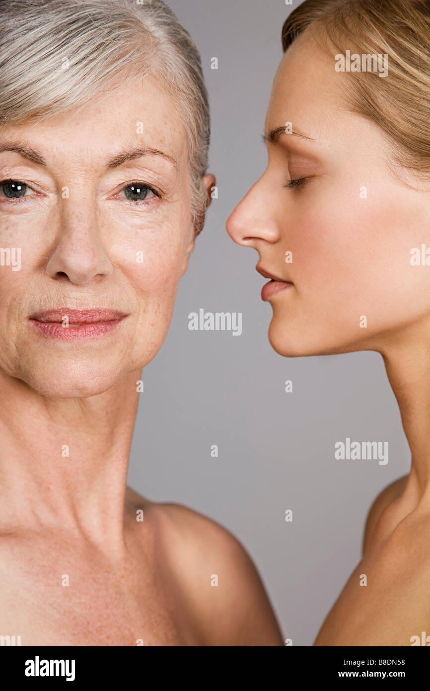 Rostros de jóvenes y mujeres mayores Imagen De Stock