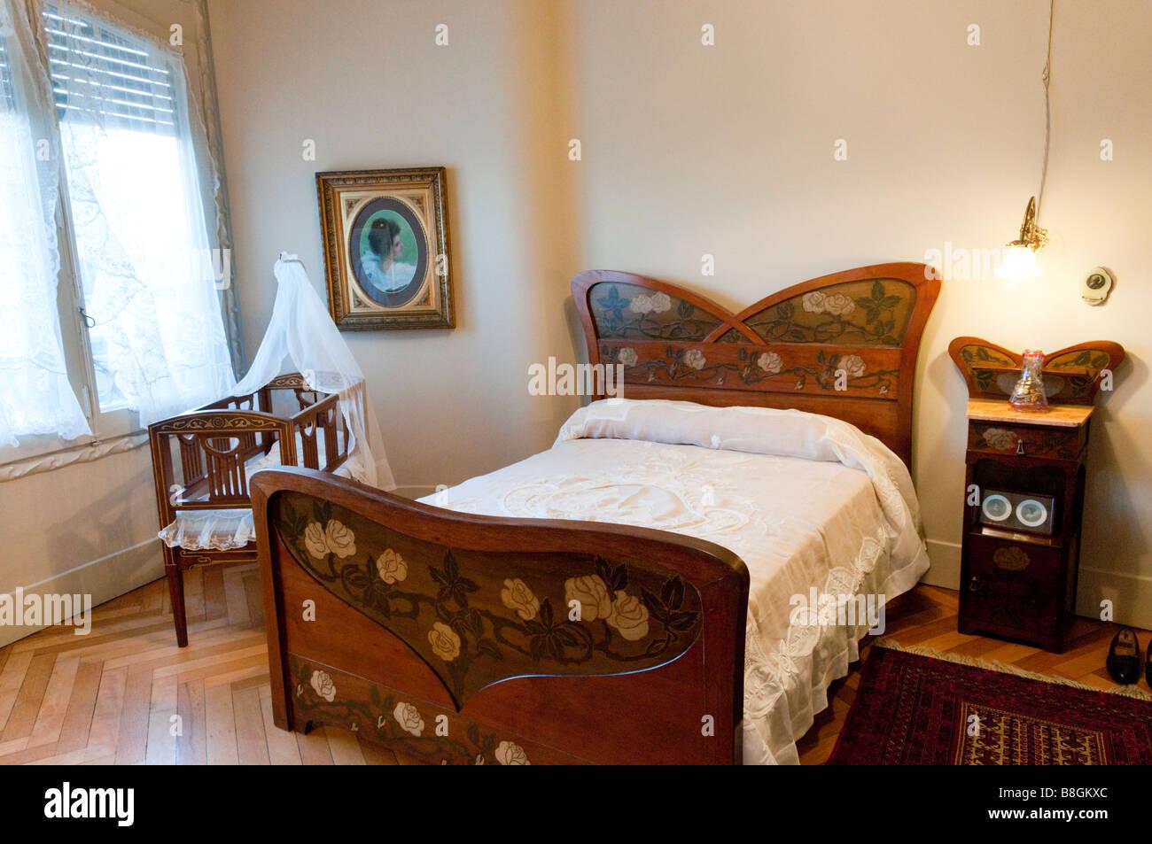 Dormitorio de principios del siglo xx en Casa Milá de Antoni Gaudí Barcelona, España Imagen De Stock