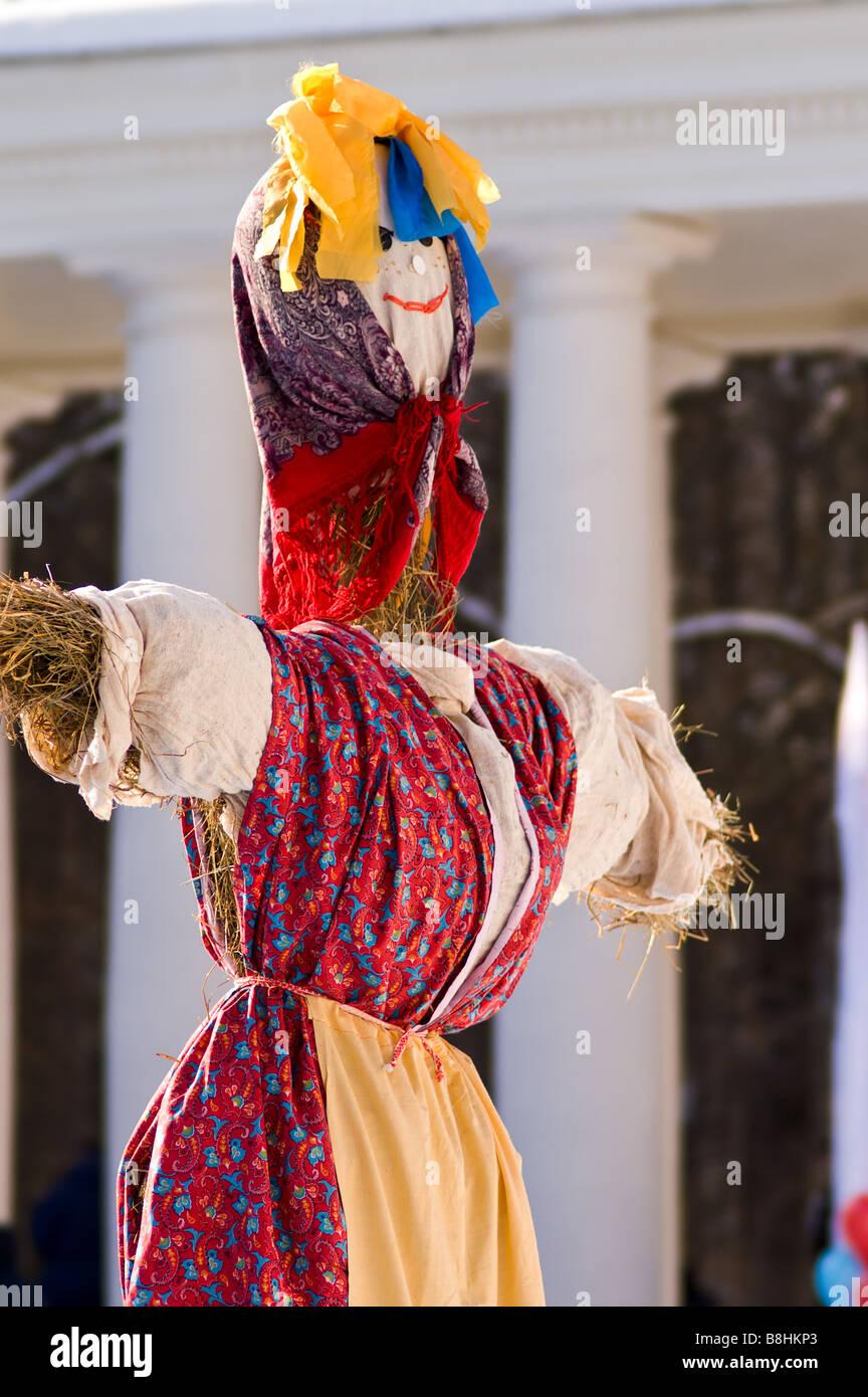 2a98f9875 Efigie de paja vestidos brillantes de Lady Maslenitsa (Moscú, Rusia ...