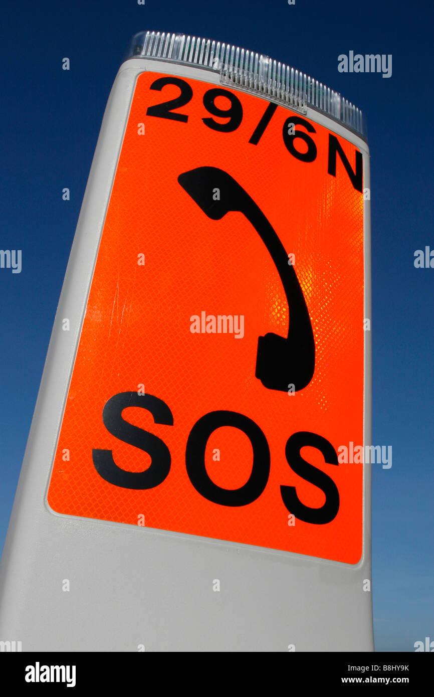 Reino unido signo de tel fono de emergencia sos en la carretera foto imagen de stock 22522239 - Caser asistencia en carretera telefono ...