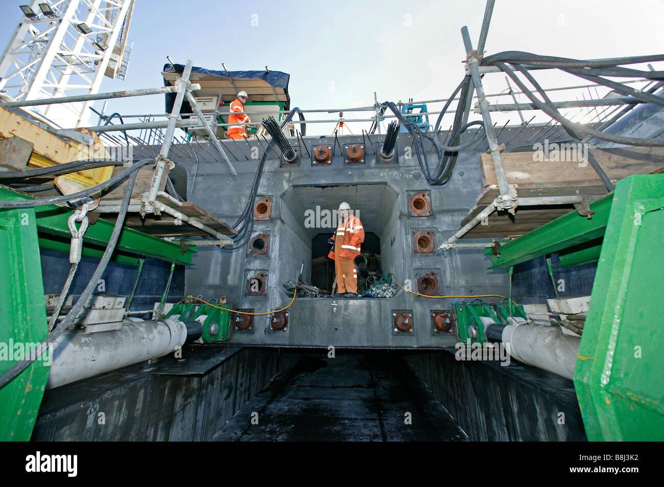 """Gatos hidráulicos de gran empuje la incrementalmente lanzó """"Thurrock viaducto en la autopista M25 en el Channel Tunnel Rail Link Foto de stock"""