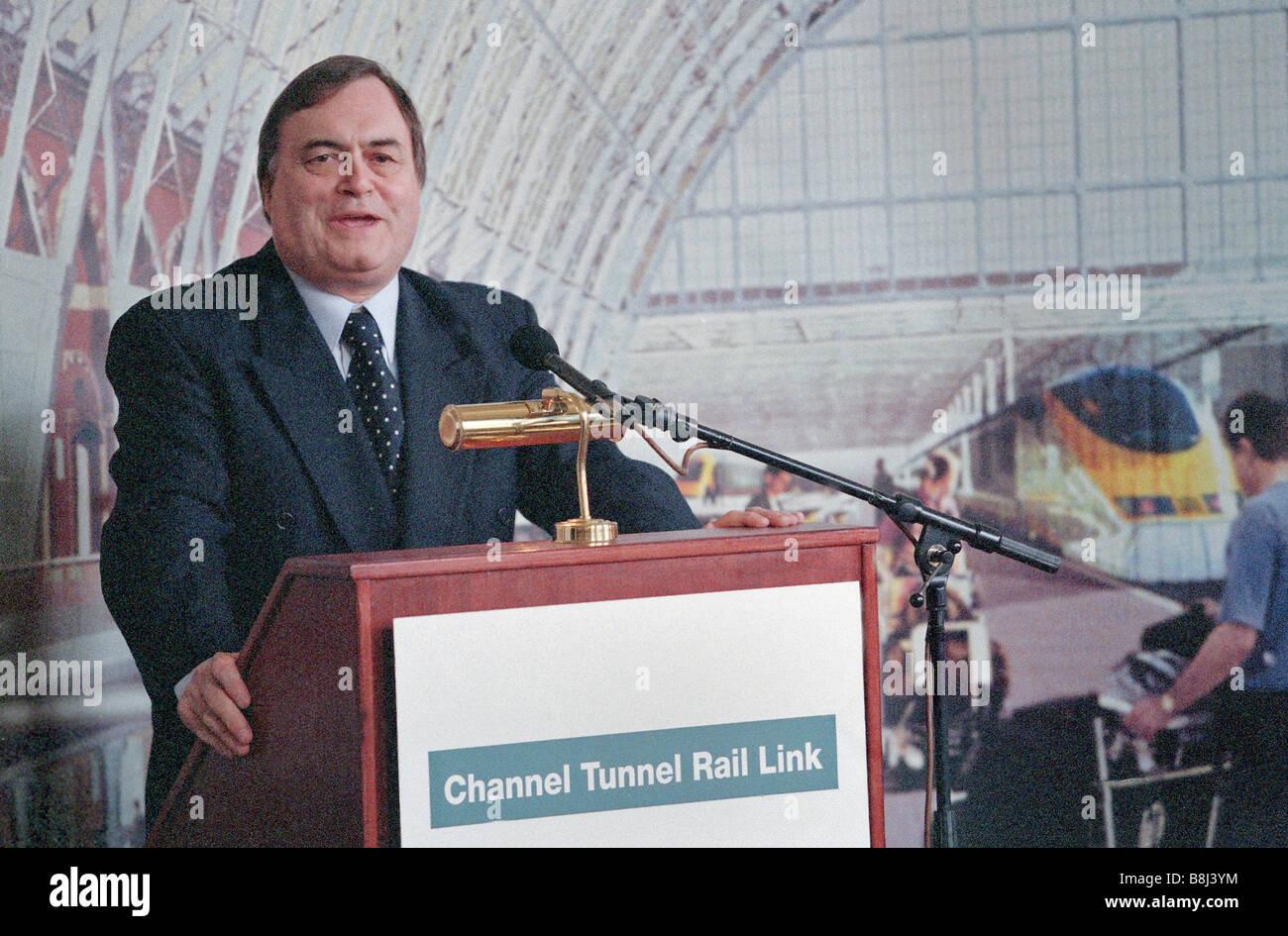 """El Viceprimer Ministro John Prescott signos Declaración de Intención para completar la segunda fase del proyecto """"Channel Tunnel Rail Link Foto de stock"""