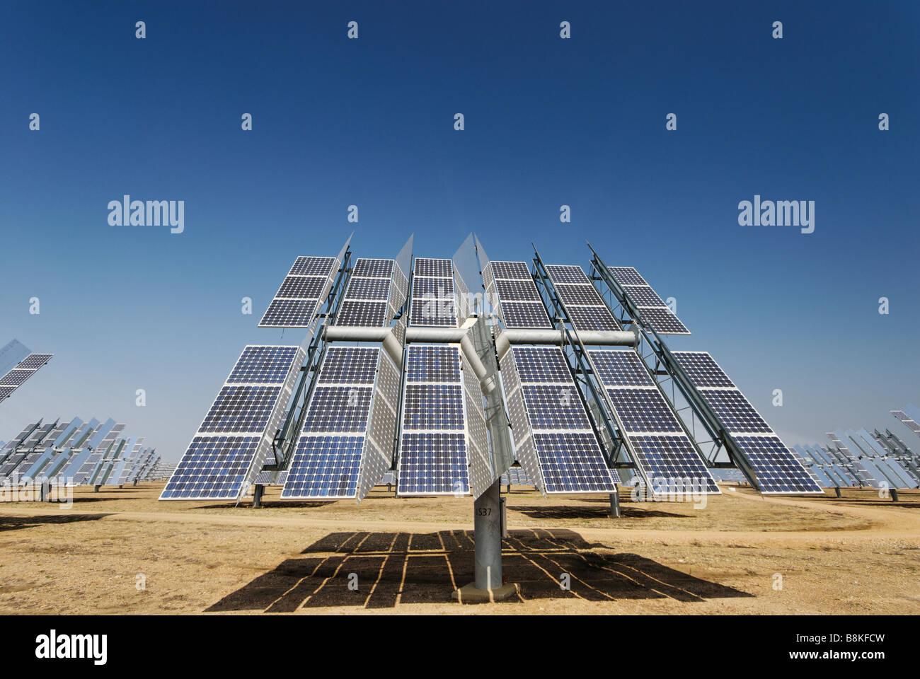 Solúcar planta de energía fotovoltaica de concentración unidad tracker produce energía limpia Imagen De Stock