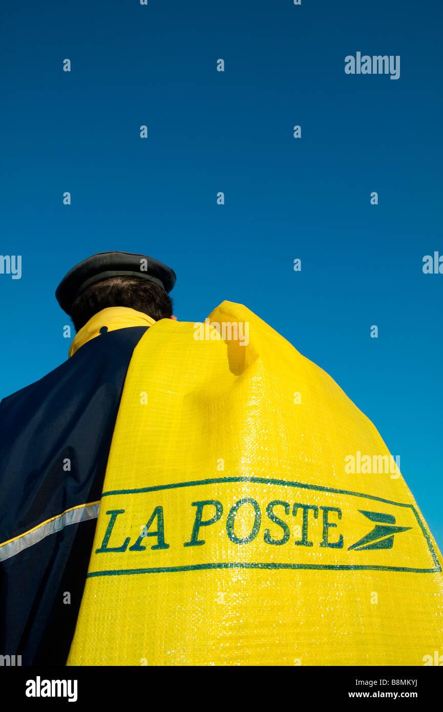 LA POSTE francesa cartero Imagen De Stock
