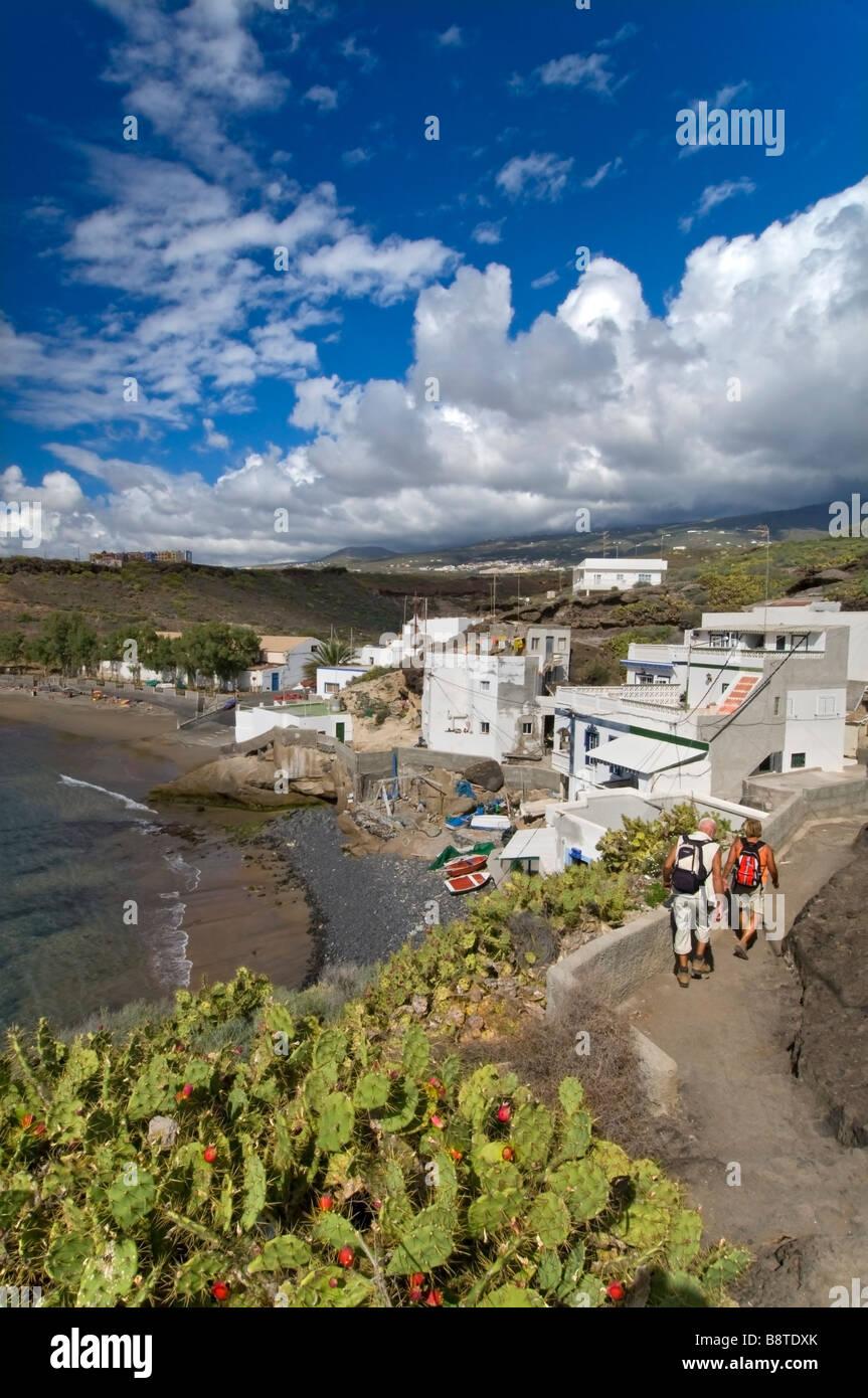 El Puertito de Adeje y caminantes Village Beach Playa Paraiso del sur de Tenerife, Islas Canarias Imagen De Stock
