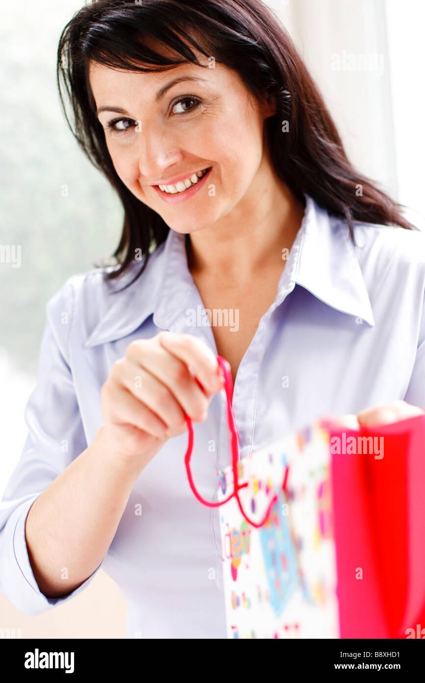 Reciben el don de la mujer Imagen De Stock