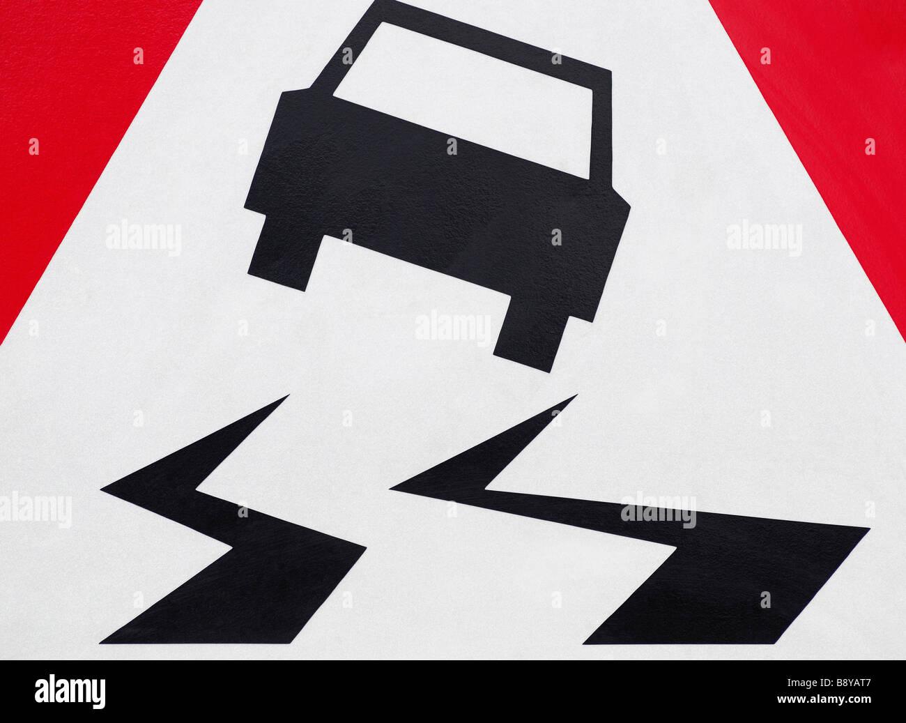 Señal de Carretera resbaladiza Imagen De Stock