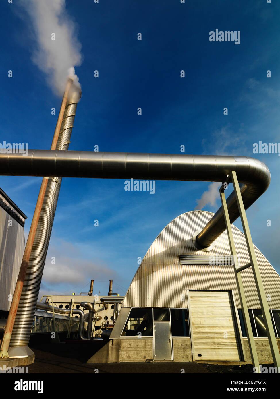 La estación de energía geotérmica de Islandia. Imagen De Stock