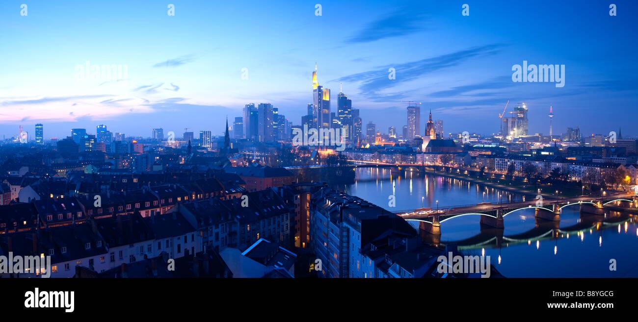 El horizonte de la ciudad de Frankfurt am Main Hessen Alemania Imagen De Stock