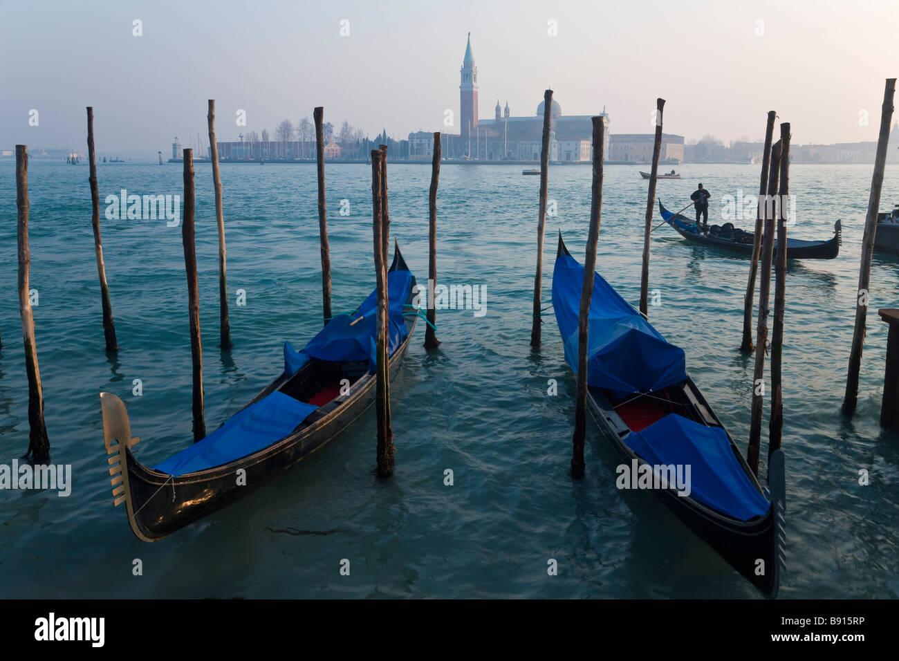 Vista de Venecia Veneto Italia funiculares desde Piazza San Marco con San Giorgio Maggiore en el fondo Imagen De Stock