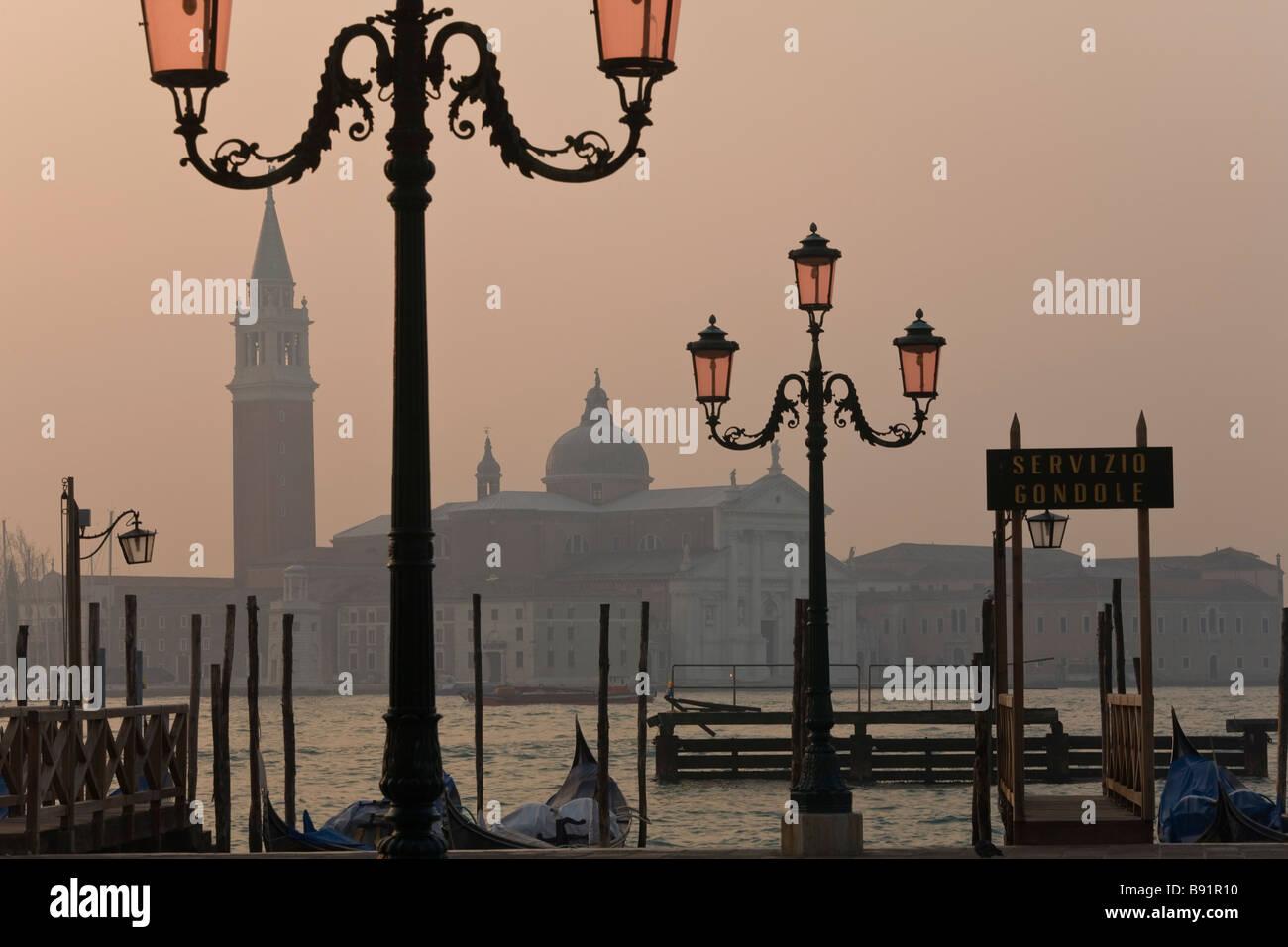 Italia Veneto Venecia Piazza San Marco con San Giorgio Maggiore en el fondo Imagen De Stock