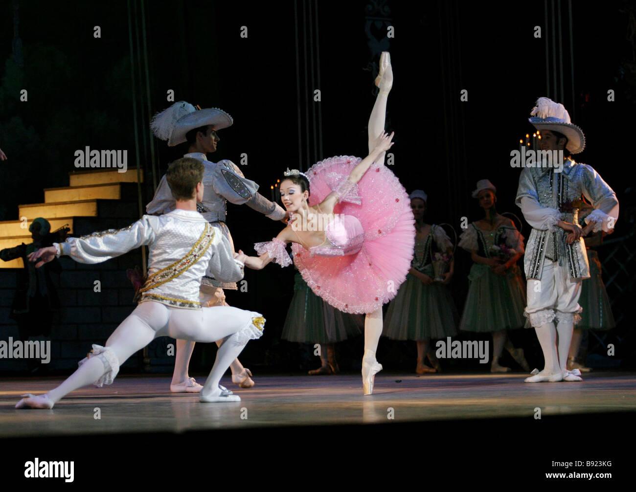 Estreno de la nueva versión del ballet La Bella Durmiente de Peter Tchaikovsky producidos por académicos Imagen De Stock