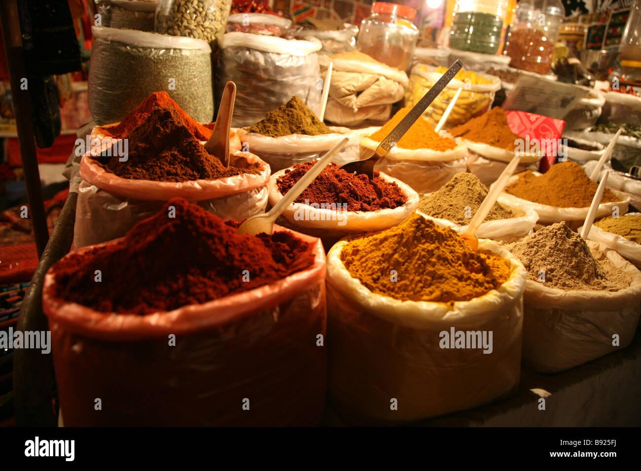 Especias locales desde el mercado del sábado noche, en Baga en Goa, India Imagen De Stock