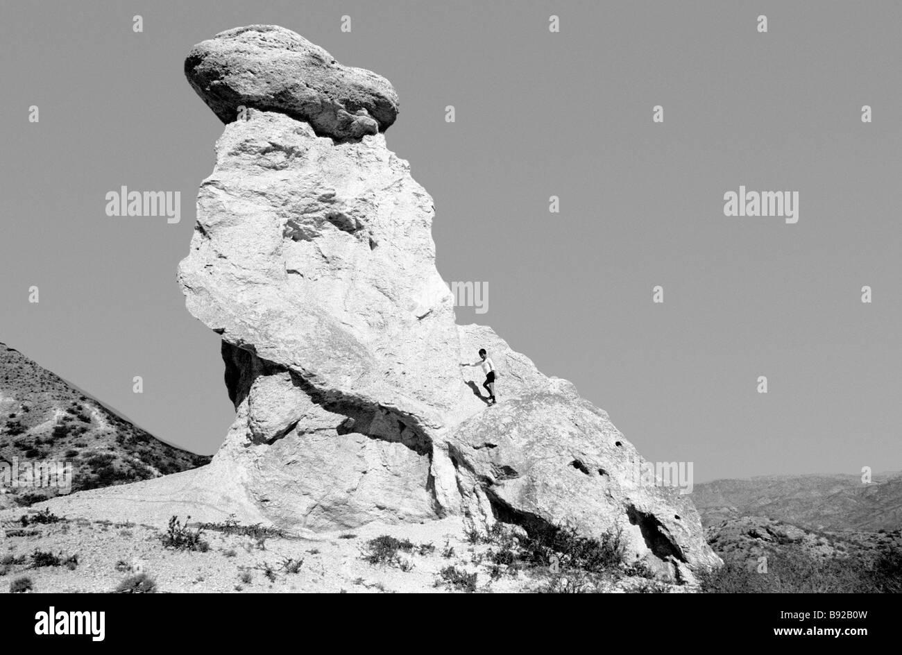 Otros gigantes de piedra similar puede verse en muchas partes de Kirguistán Imagen De Stock