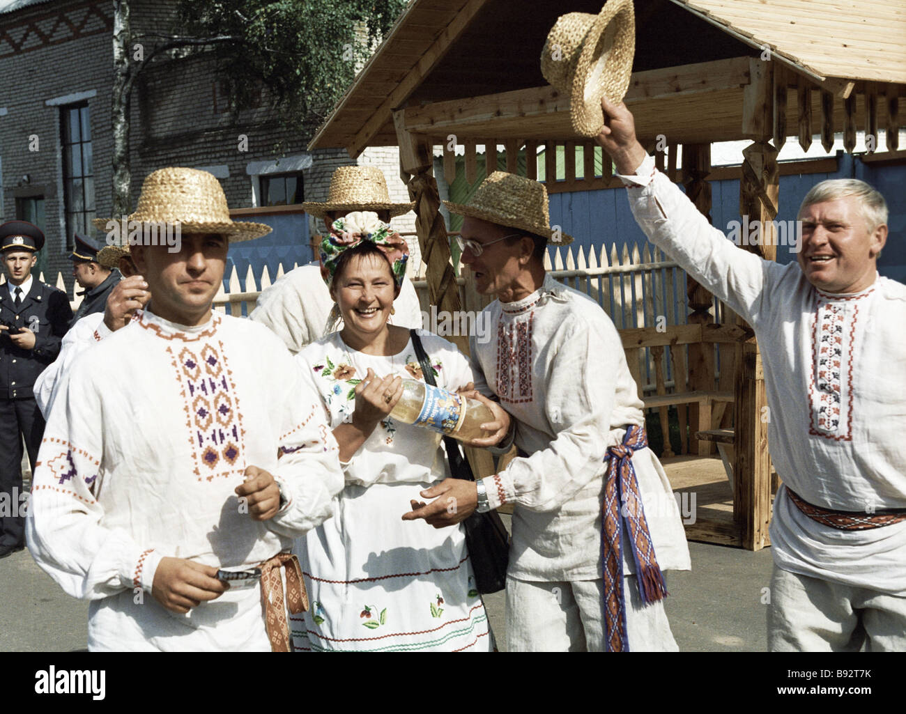 Los actores en el Festival de los belarusos Script Imagen De Stock