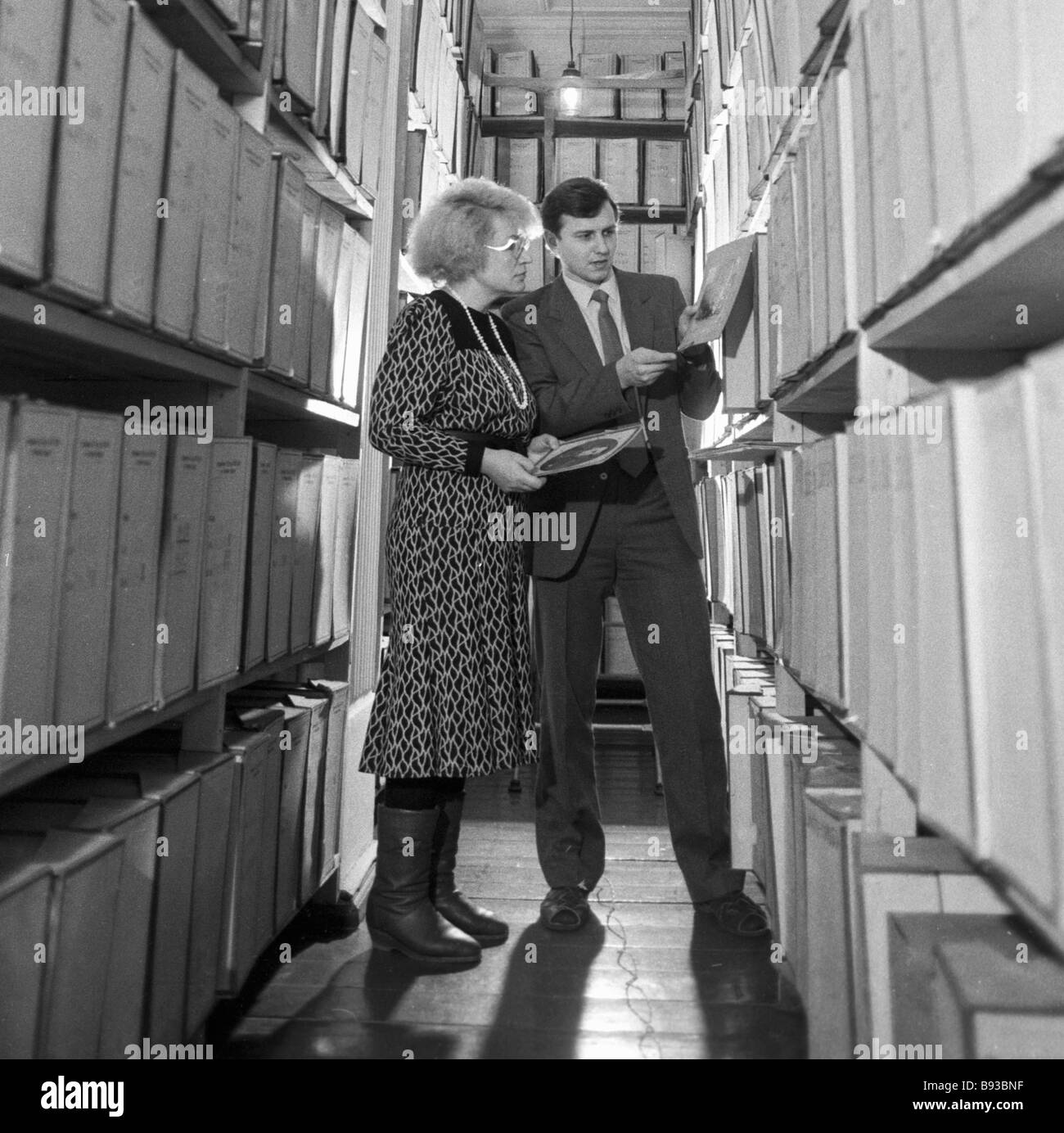 El personal del departamento de trabajo de la KGB Óblast de Tomsk en el archivo. Imagen De Stock