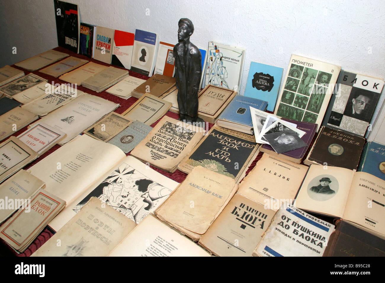 Una colección única de Alexander Blok s vida publicaciones y libros sobre él recogidos por Federación Imagen De Stock