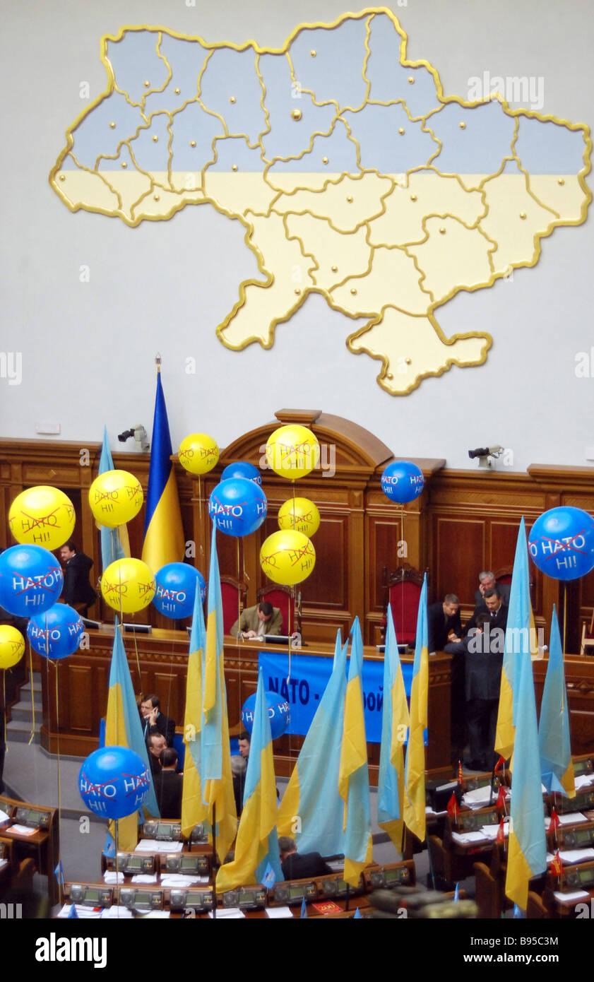 Los opositores del Plan de Acción de la OTAN Ucrania frustró otra sesión de la Rada Suprema Parlamento nacional Foto de stock