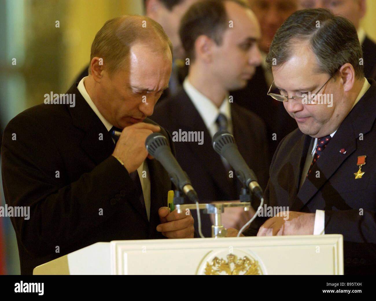 Los jefes de misión diplomática de varios países presentaron sus credenciales al Presidente de Rusia Vladimir Putin Foto de stock