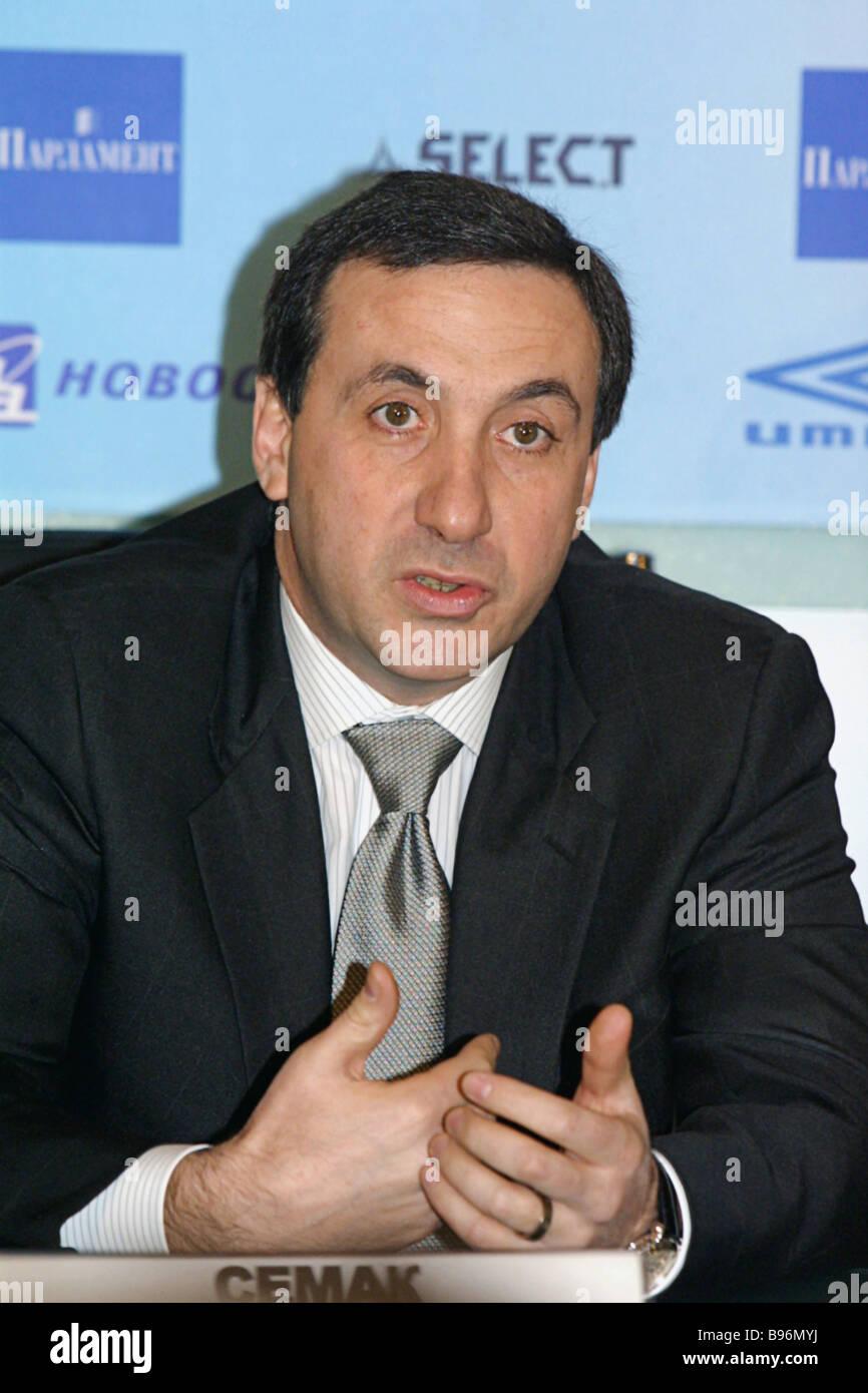 Yevgeny Giner CSKA presidente del club de fútbol profesional dirigiéndose a una conferencia de prensa en RIA Novosti Spartak CSKA rivalidad por la Foto de stock