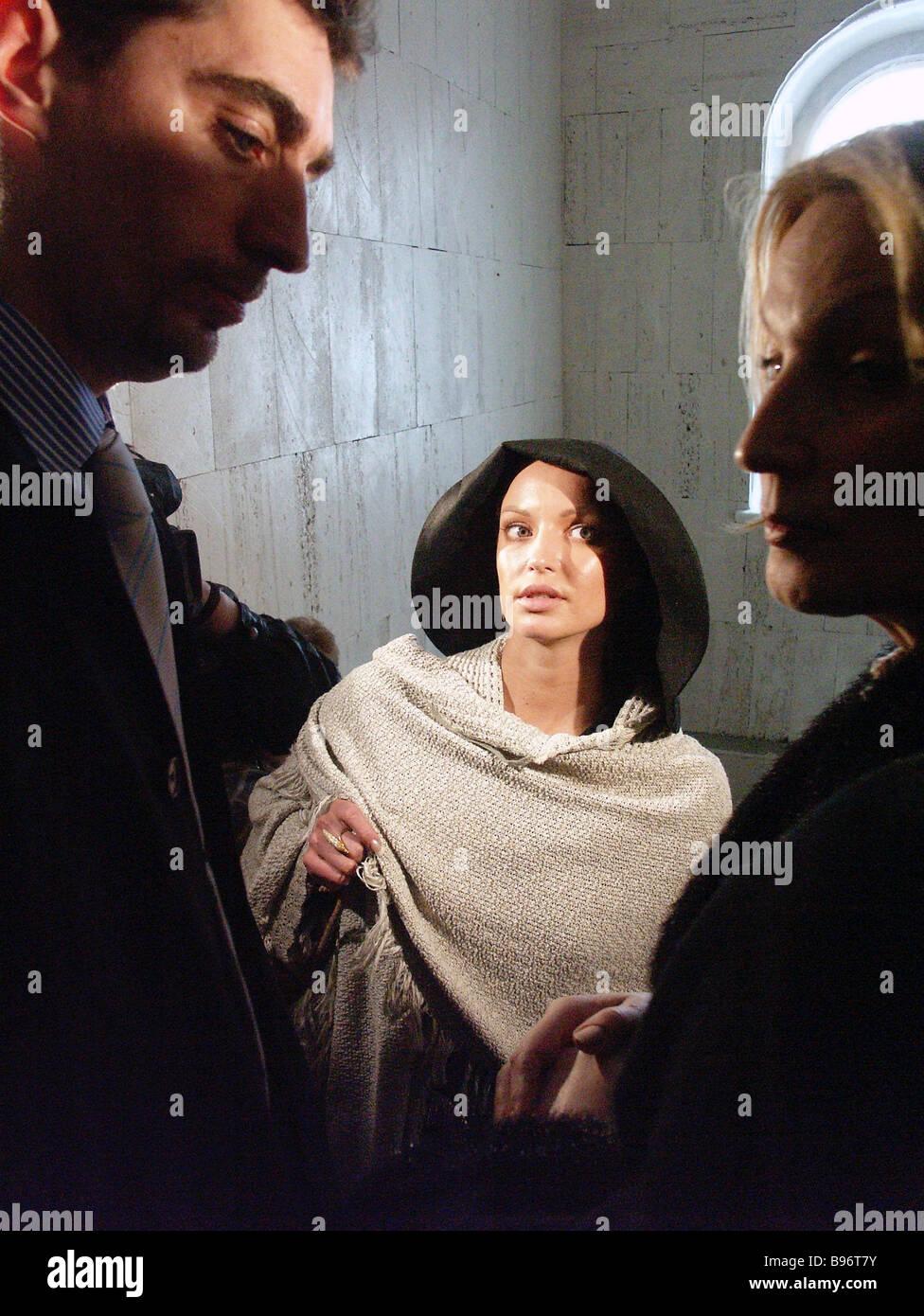 Bailarina Anastasia Volochkova y su abogado en el tribunal de distrito de Moscú s Basmanny que examinó su pleito exigiendo que el Foto de stock