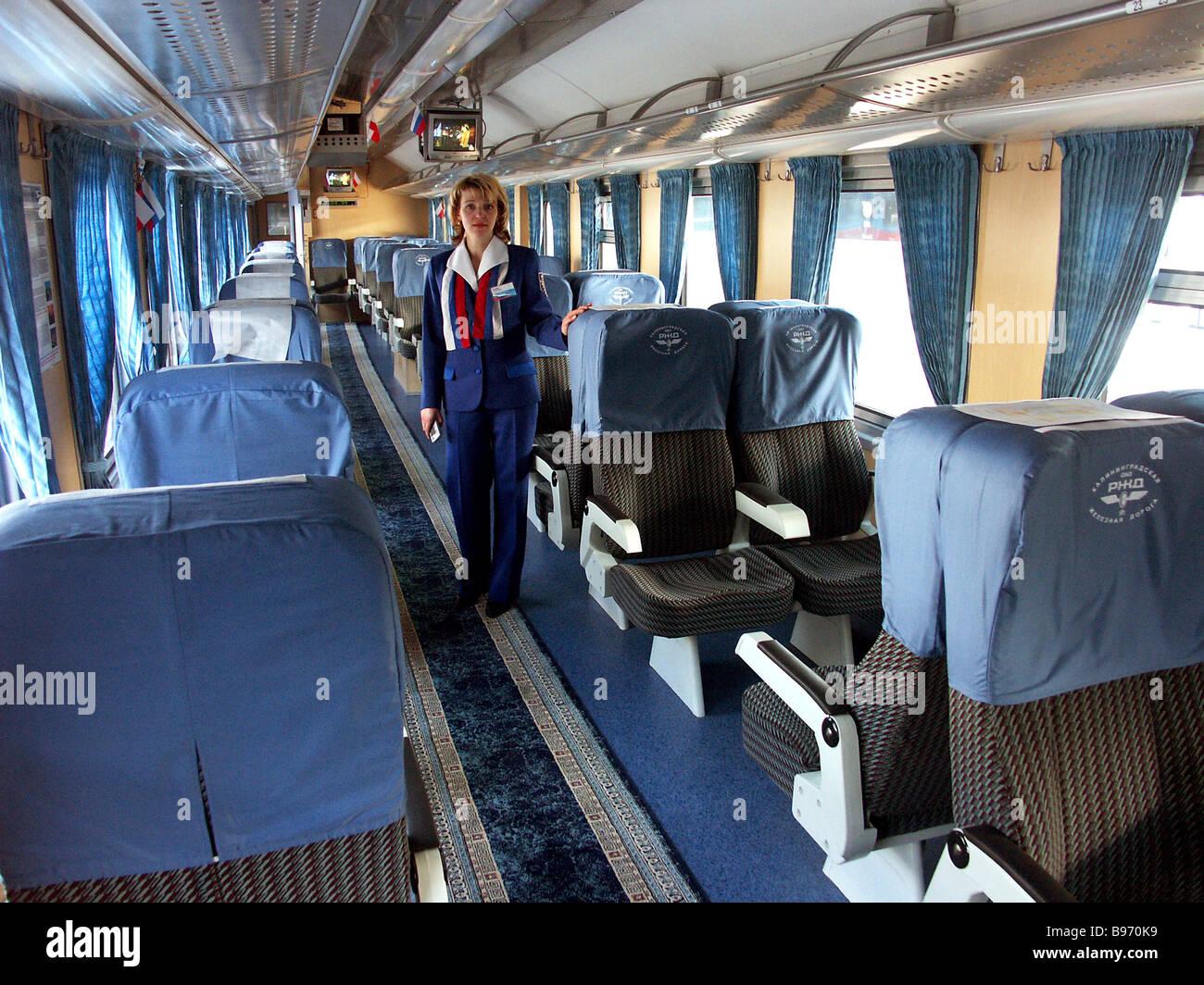 Un coche de lujo en un Sputnik Moscú Mytishchi tren nonstop Foto de stock