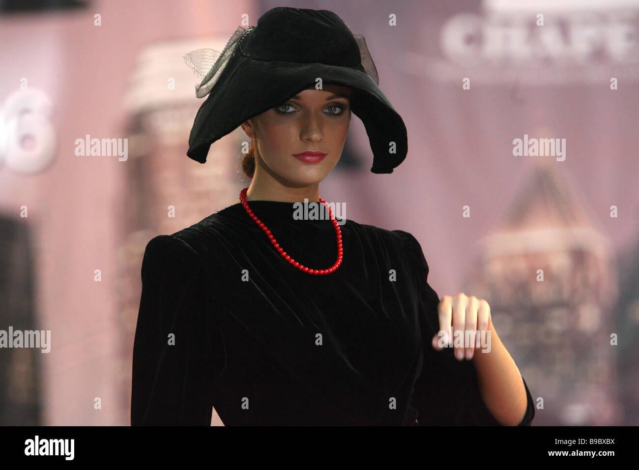 Chapeau Bola en Gostiny dentro de la 6ª Exposición internacional especializada de sombrerería materiales primarios Foto de stock