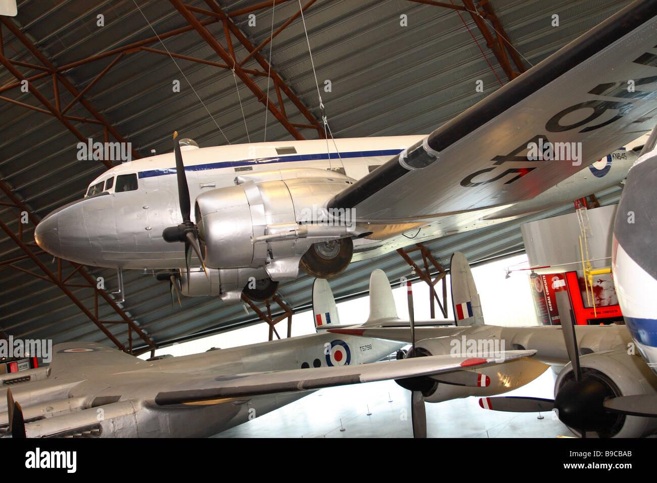 RAF Cosford Museo el avión de transporte C-47 Dakota está expuesta en la Exposición Nacional de la Imagen De Stock