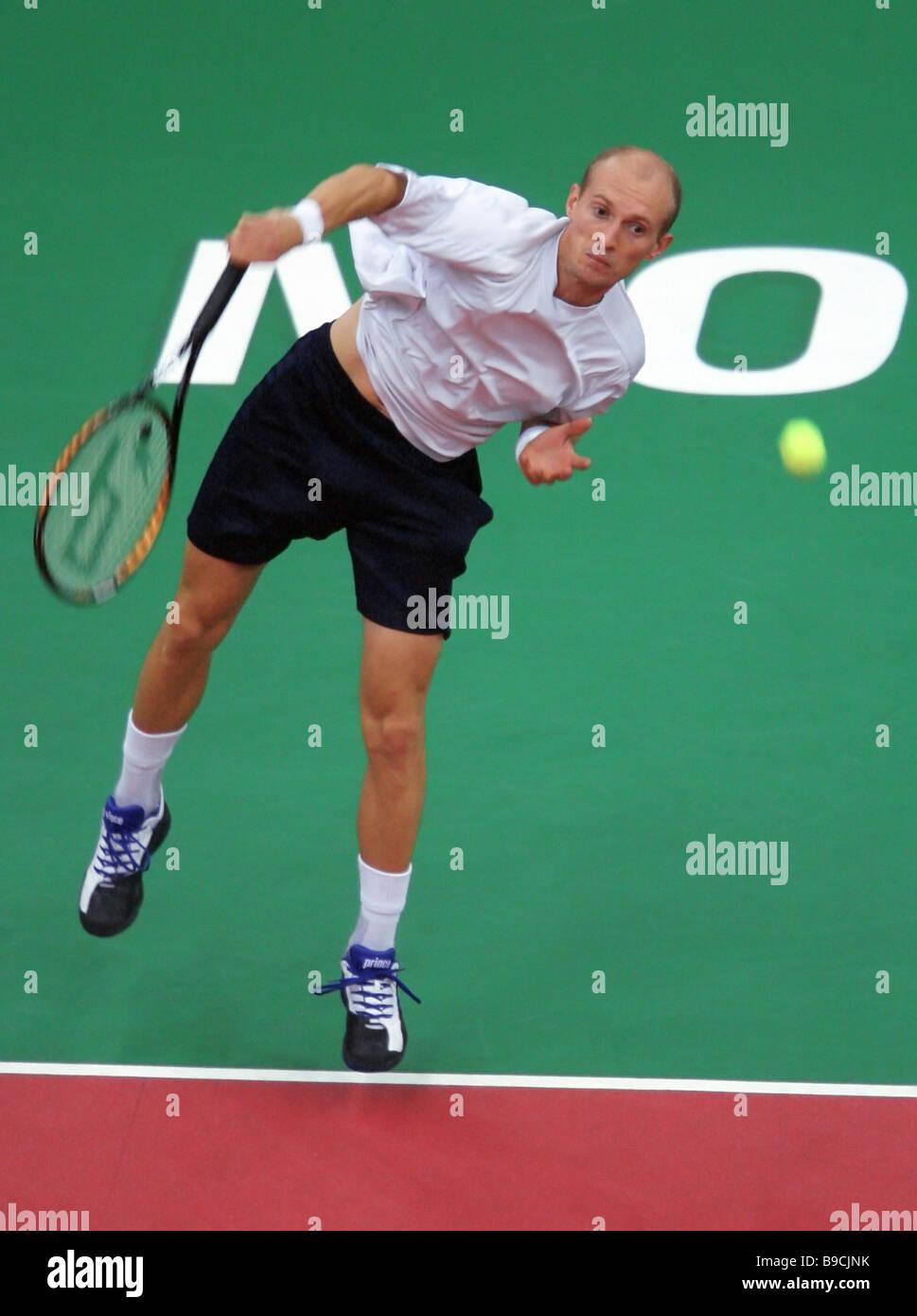 El tenista ruso Nikolay Davydenko tras el partido de la final del 17º torneo internacional de tenis Copa Kremlin Davydenko Foto de stock