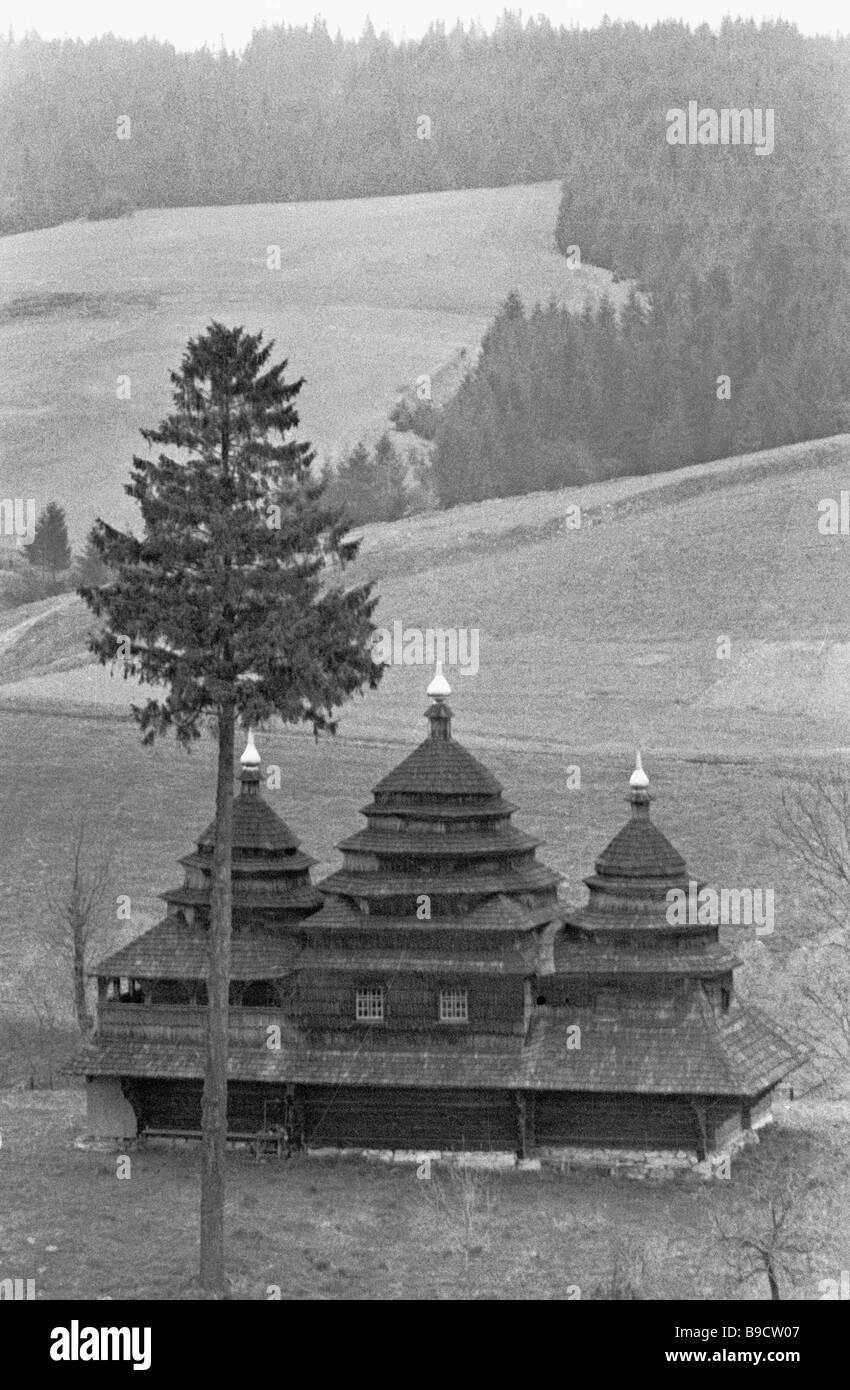 Constructores ucranianos construyeron esta iglesia sin un solo clavo Foto de stock
