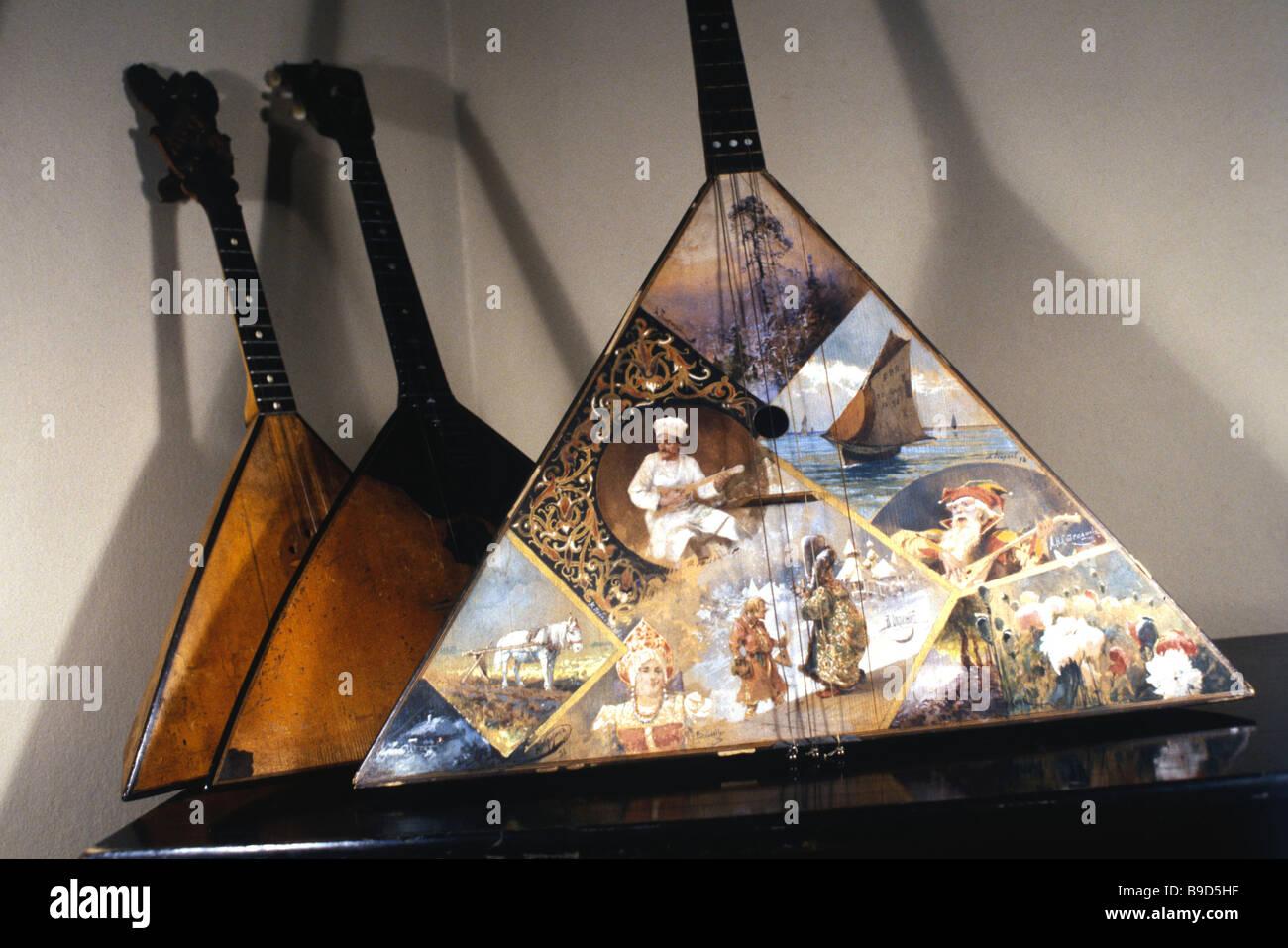 Balalaikas de colección privada de Vasily Andreyev quien fundó y dirigió el primer instrumento de música folklórica Rusa Foto de stock